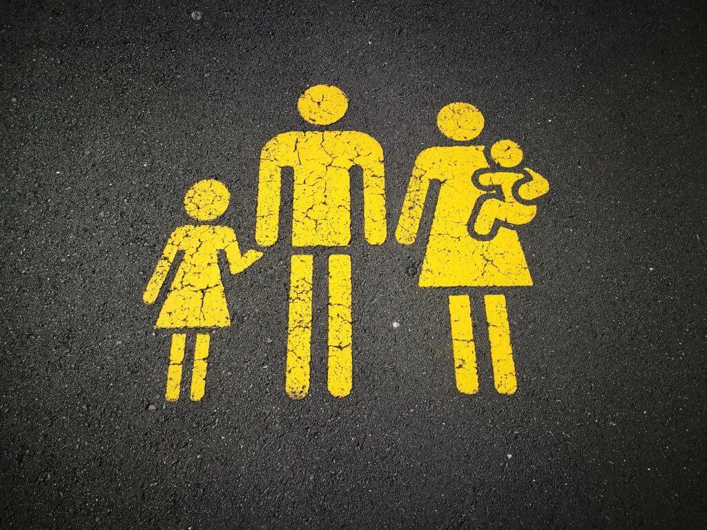 Familia cristiana o norteamericana - Encabezado - Teocotidiana
