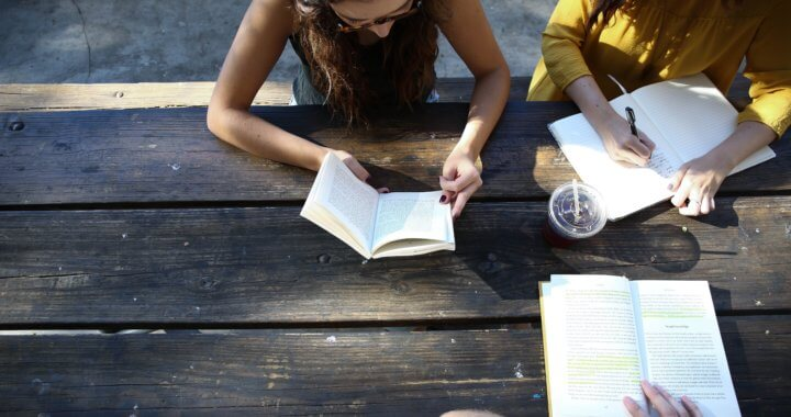 Una nueva forma de leer la Biblia: Hermenéutica feminista