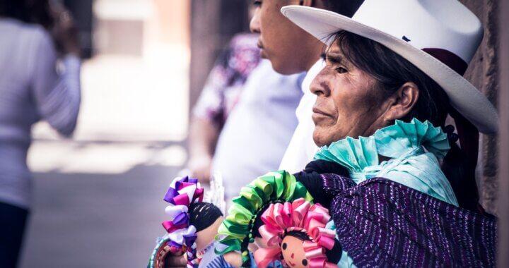 Buscando la cara de mujer indígena de Dios